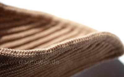 Strickpullover mit von Hand verketteltem Saum